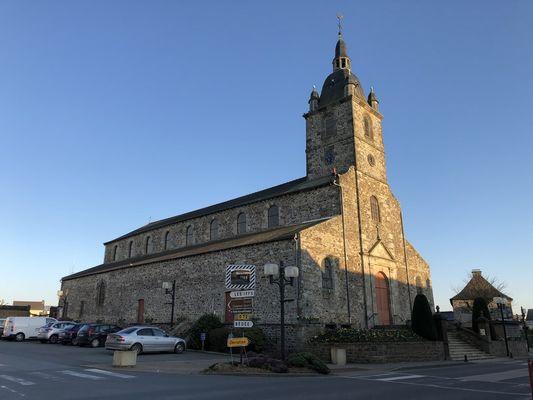 Eglise Irodouer - départ du circuit (1)
