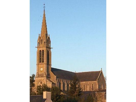 Eglise de Carentoir vue entiere - David Naël (1)