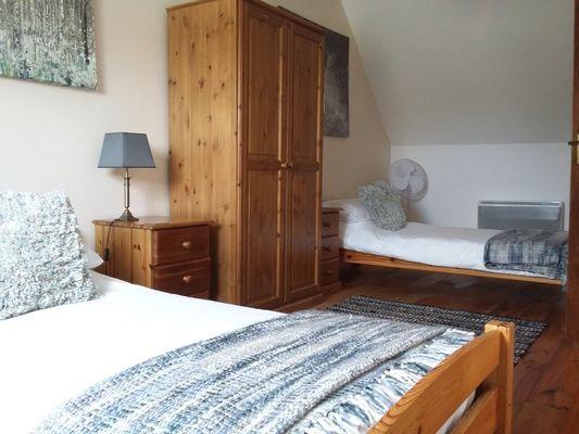 Le-grenier--chambre-a-deux-lits-simples