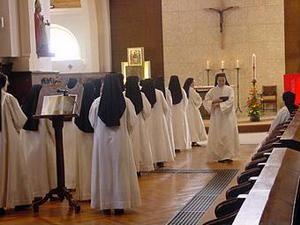 Monastère des Augustines messe des soeurs