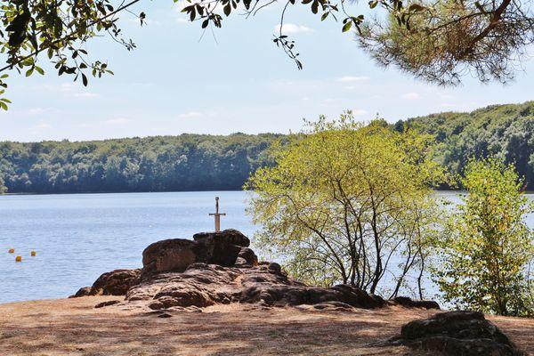 Réplique Excalibur au lac de Trémelin Iffendic
