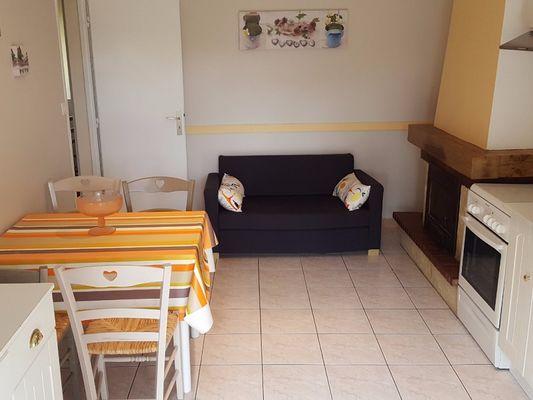 Gîte-Chérel-Loyat-séjour cuisine -Destination-Brocéliande-Morbihan-Bretagne