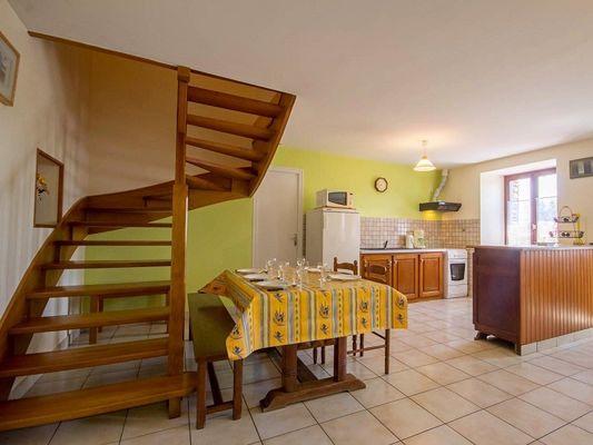 Gîte Brocéliande - cuisine escalier - Campénéac - Morbihan