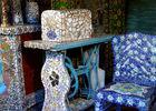 Maison Picassiette - Chartres détail_machine_à_coudre_chaise_bleue_1