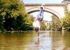 équilibre - spectacle de cirque - lac au Duc