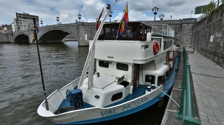 Nocturne à bord du bateau Val Mosan