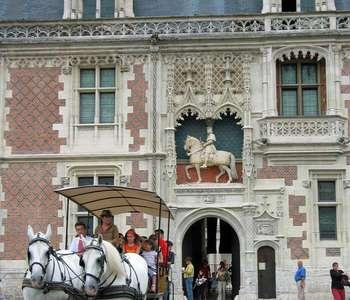 Visite audioguidée de Blois en attelage (confirmé)