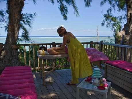 Zarlor Relaxing massage on the beach – La Parenthèse Enchanté - Detox snack package