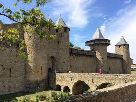 Excursion en minibus privatisé - Journée - Cité Médiévale de Carcassonne et Château de Lastours - F/GB - Trésor Languedoc Tours
