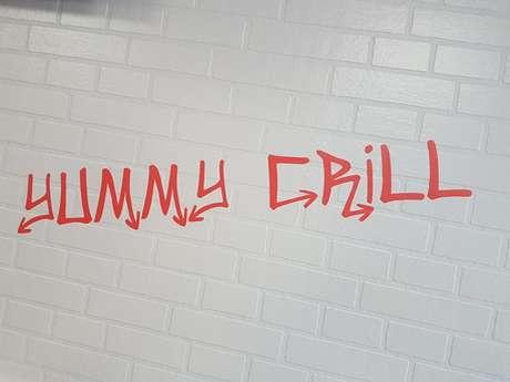 "DRIVE ""YUMMY GRILL"""