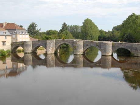 Antiguo puente en Saint-Savin-Saint-Germain