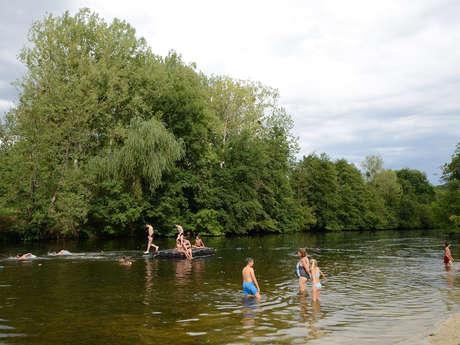 Aire de loisirs avec baignade en rivière à La Bussière