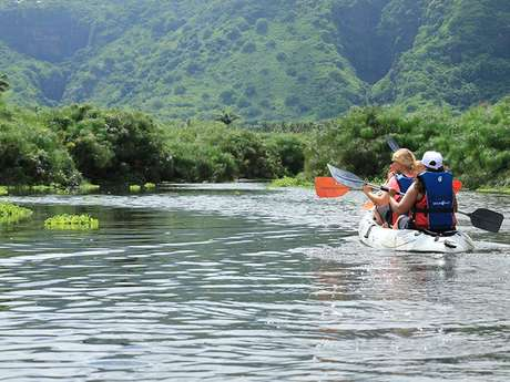 Zarlor kayak excursion exploring lake biodiversity