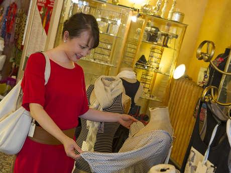 Shopping - The fashion accessories walk