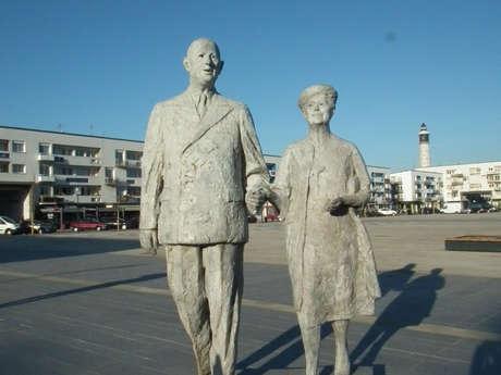 La statue des époux De Gaulle et la Place d'Armes
