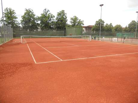 CONDOM TENNIS CLUB