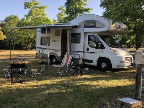 """Aire de camping-car """"Domaine des Sablières"""" Moncoutant-sur-Sèvre"""