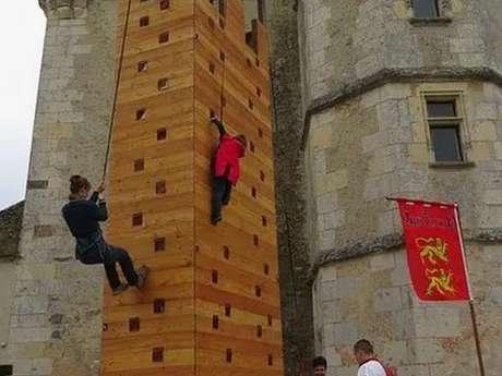 Au royaume, des enfants, une tour d'escalade