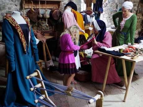 Au royaume, des enfants, des habits, des accessoires
