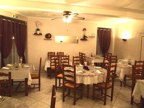 """Restaurant """"Auberge du Cheval Blanc""""-Hôtel"""