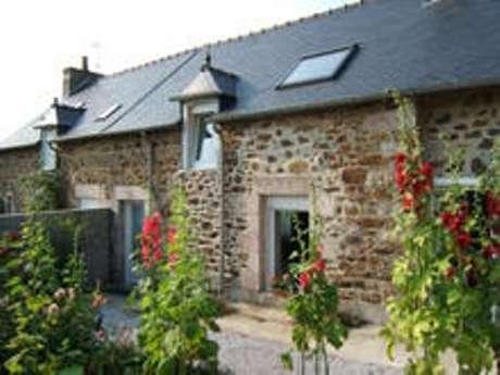 Maison de caractère avec jardin clos en centre bourg
