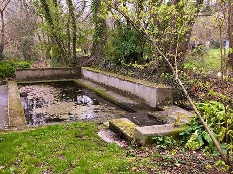 Fontaine et lavoir du Rhu