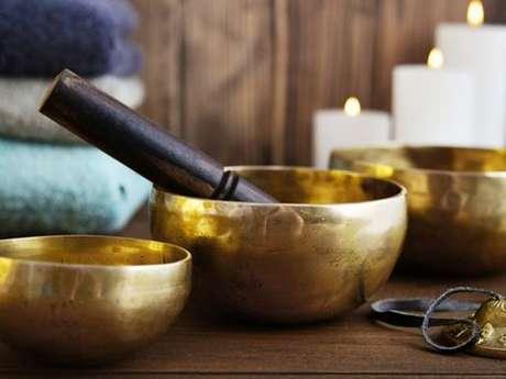 Bain sonore aux bols tibétains et gongs