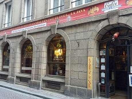 Le Café du coin d'en bas de la rue du bout de la ville d'en face du port... La Java