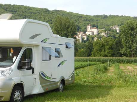 Parking Camping-Car de Saint-Cirq Lapopie