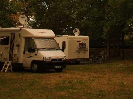 Aire de camping-car à la ferme Moulié (réseau France Passion)