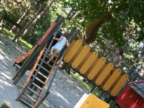 Jeux pour enfants au parc de Toulouzette