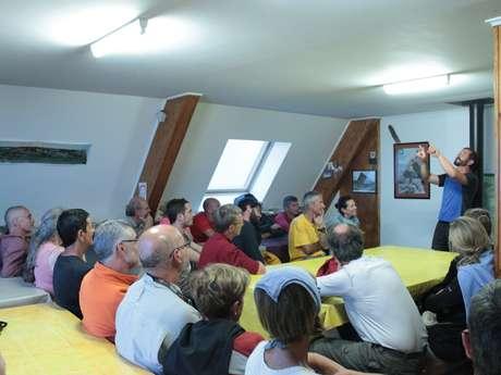 Echanges avec un garde du Parc National des Pyrénées au Refuge d'Arlet