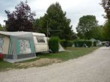 """Camping-caravaning """"Sous le Clocher"""""""