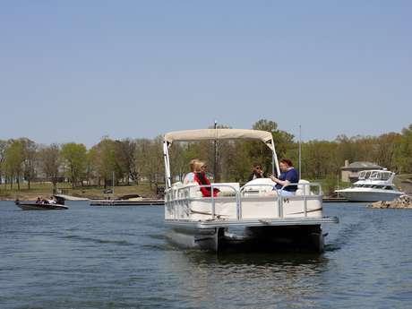 """""""Au Fil de l'Eau"""" - Location de bateaux pontons électriques"""