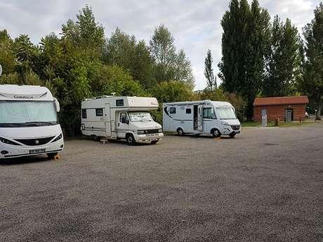 Aire de stationnement camping-car à la Base de Loisirs du Confluent