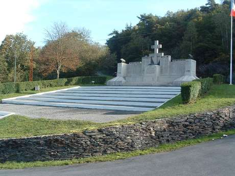 Le Monument aux Morts du Maquis des Manises et le Calvaire des Manises