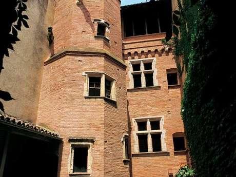 Hôtel au portail retors