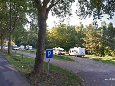 Aire de camping-car à Caylus