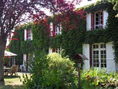 Chambres d'hôtes Gîtes de France - MOUTIER MALCARD - 5 chambres - Réf : 23G0602