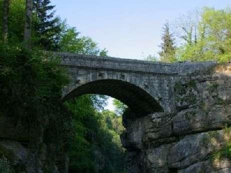 Le Tourniquet et le Pont de Pierre-Chave