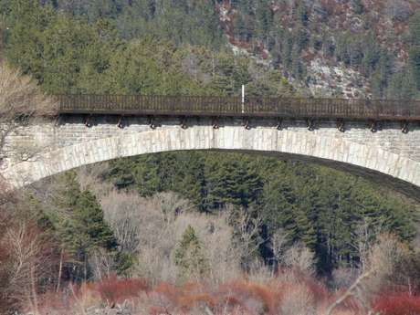 Pont de quarante mètres