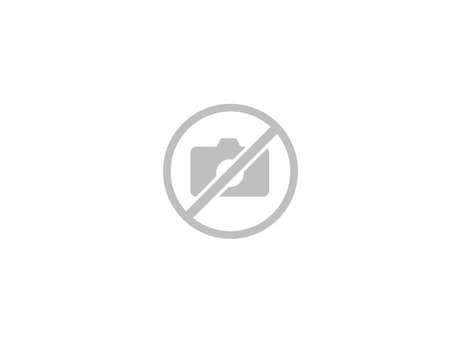 Canoë encadré sur le Lac de Castillon
