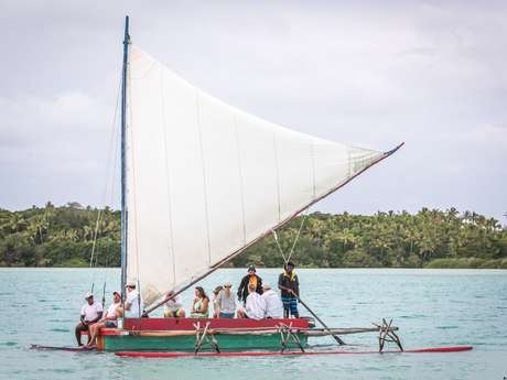 Traversée de la baie d'Upi en pirogue traditionnelle