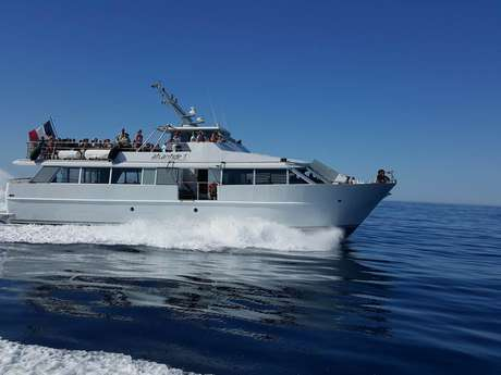 Commented sea tour of the 7 calanques de Cassis with l'Atlantide