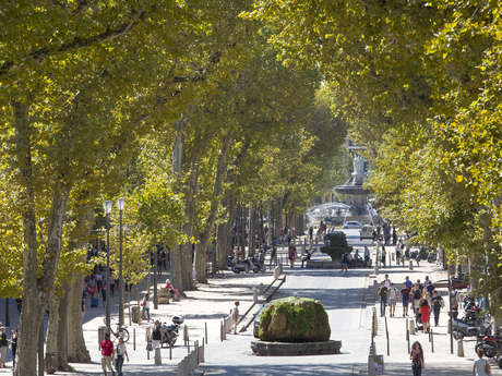 Le cours Mirabeau and its fountains