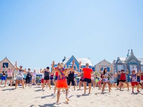 Zumba fitness sur la plage