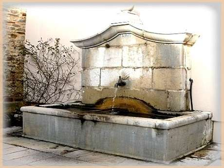 Porte-Huile et sa fontaine