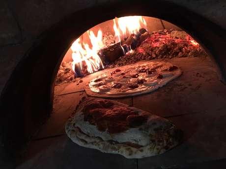 Pizza au feu de bois du Domaine Terres Clôt du Jay