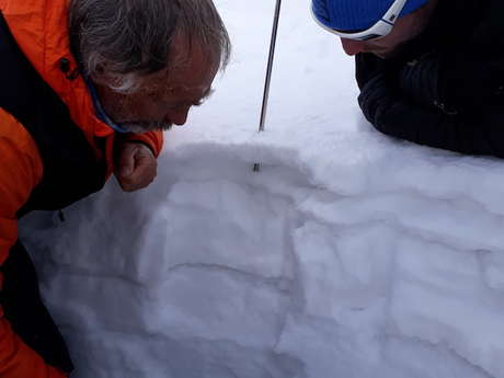 Formation « Neige et Avalanches » en raquette alpine avec Paulo Grobel