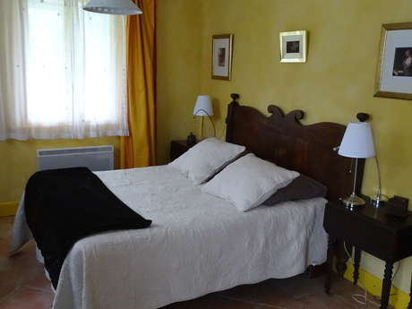 """Table an Bed and Breakfast La Bannette """"Chambre Miel"""" (Honey Room)"""
